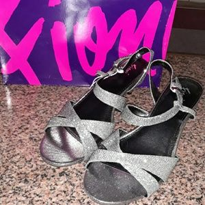 Womens Heels, New with tags size 8 1/2 by Fioni